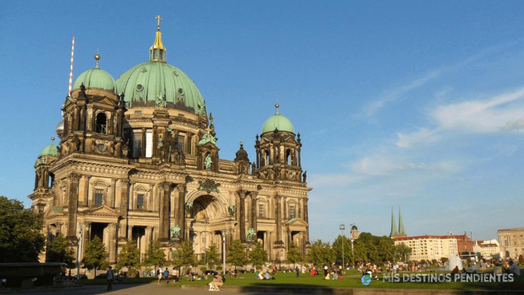 Catedral de Berlín desde Lustgarten (Berlín, Alemania)