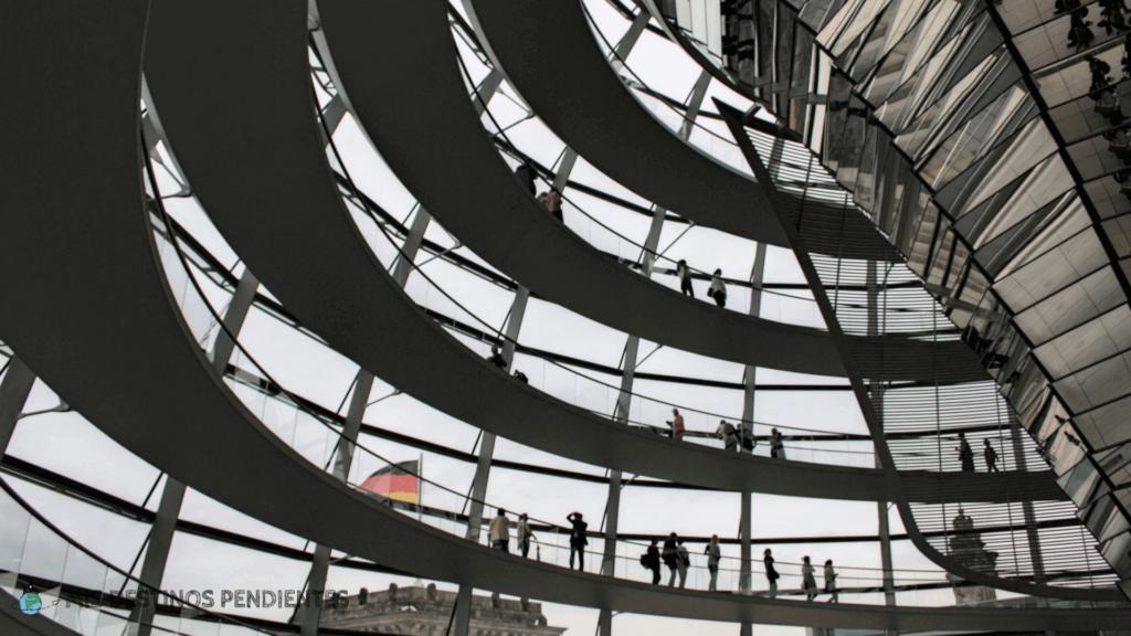 Vista de la cúpula del Reichstag desde el interior (Berlín, Alemania)