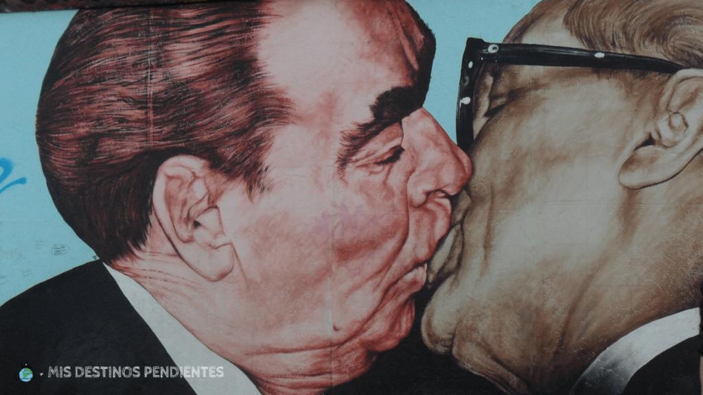 Pintura en la East Side Gallery (Muro de Berlín, Alemania)