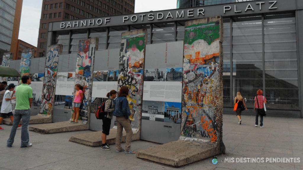 Fragmentos de muro conservados en la Potsdamer Platz (Berlín, Alemania)