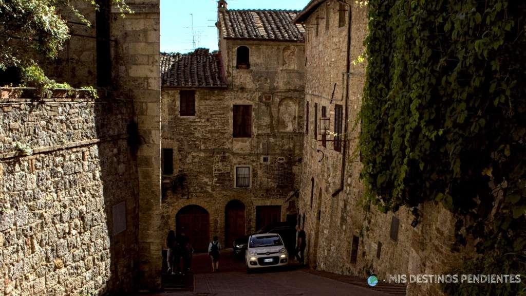 Calle de San Gimignano (Italia)