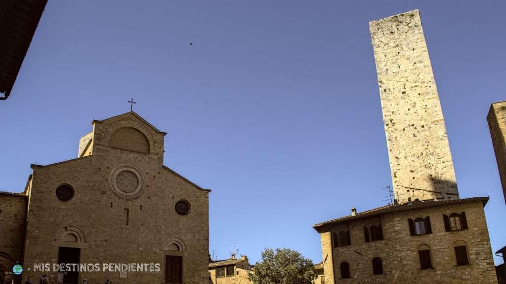 Piazza del Duomo (San Gimignano, Italia)