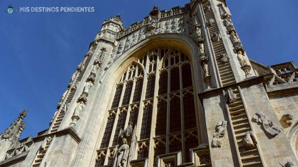 Fachada principal de la Abadía de Bath (Bath, Inglaterra)