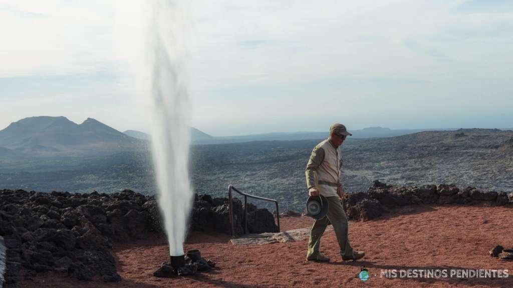 Demostración de la temperatura del suelo (Parque Nacional de Timanfaya, Lanzarote)