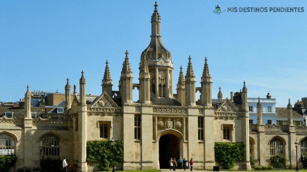 Entrada principal del King's College (Cambridge, Inglaterra)