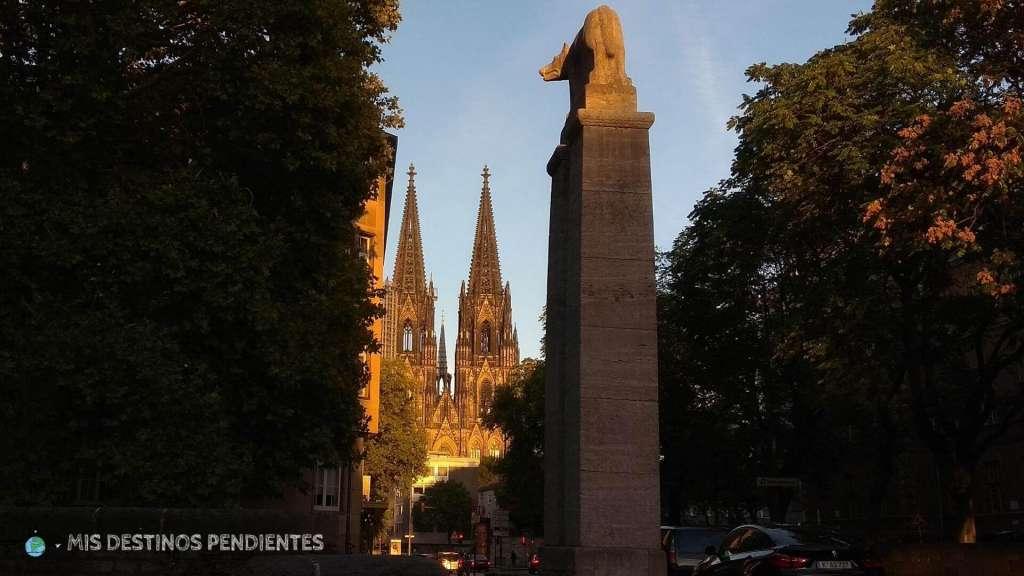 Vista de la Catedral desde Römerbrunnen (Colonia, Alemania)