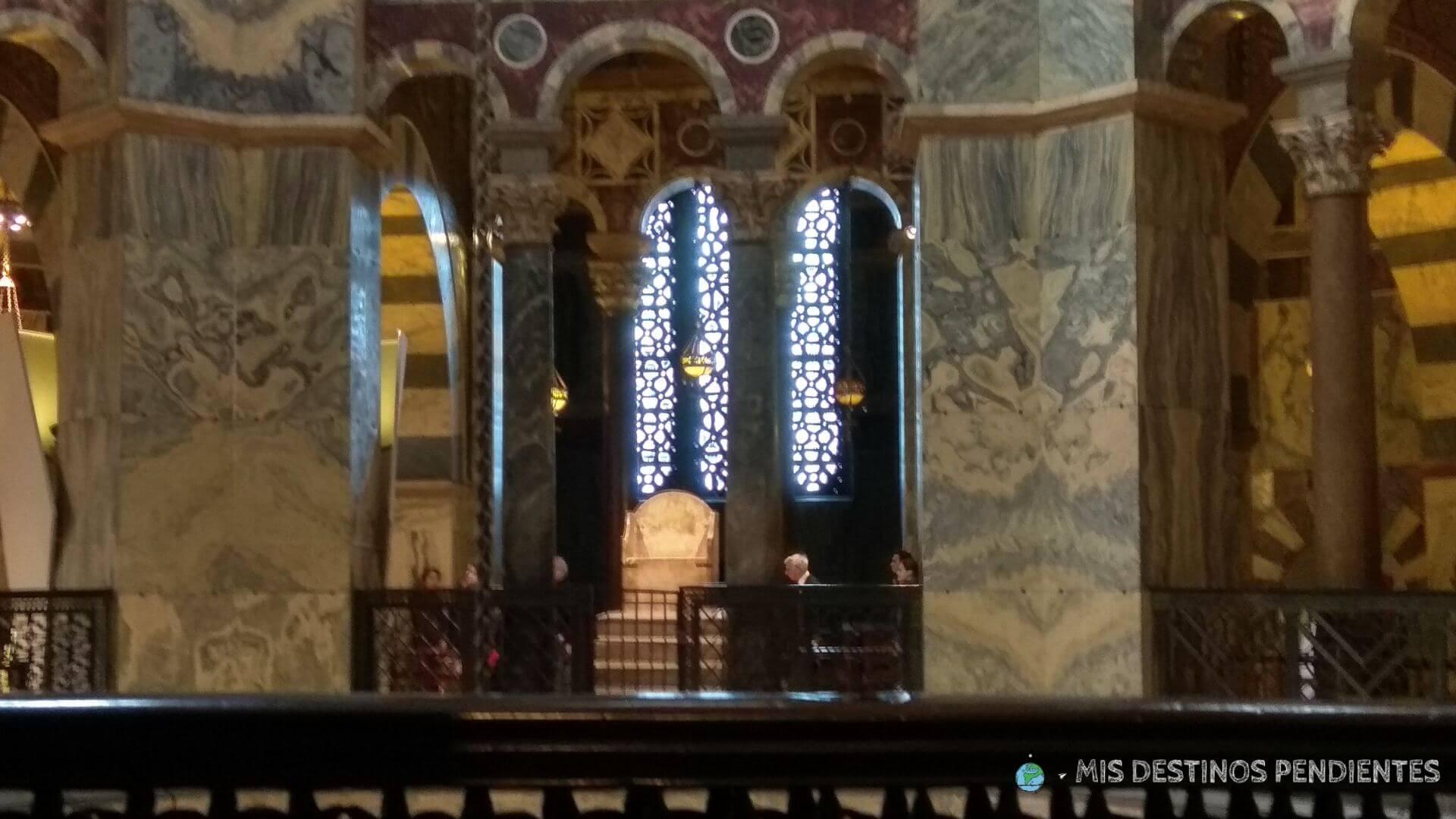 Trono de Carlomagno (Catedral de Aquisgrán, Alemania)