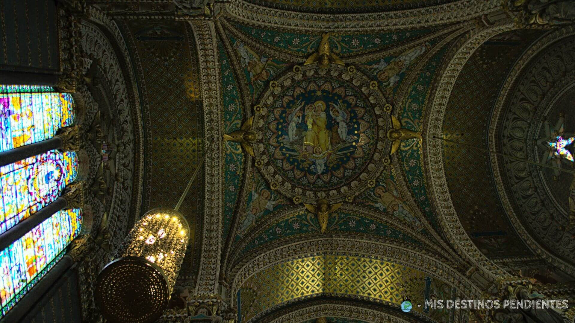 Detalle del interior de la Basílica de Fourviere (Lyon, Francia)