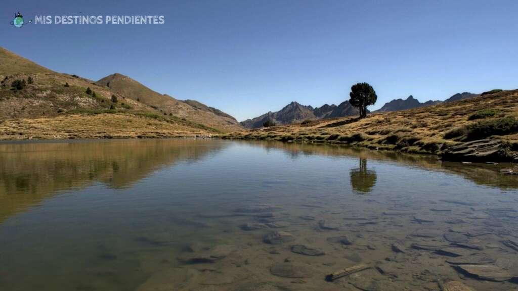 Estany de Querol y Salamandres (Canillo, Andorra)