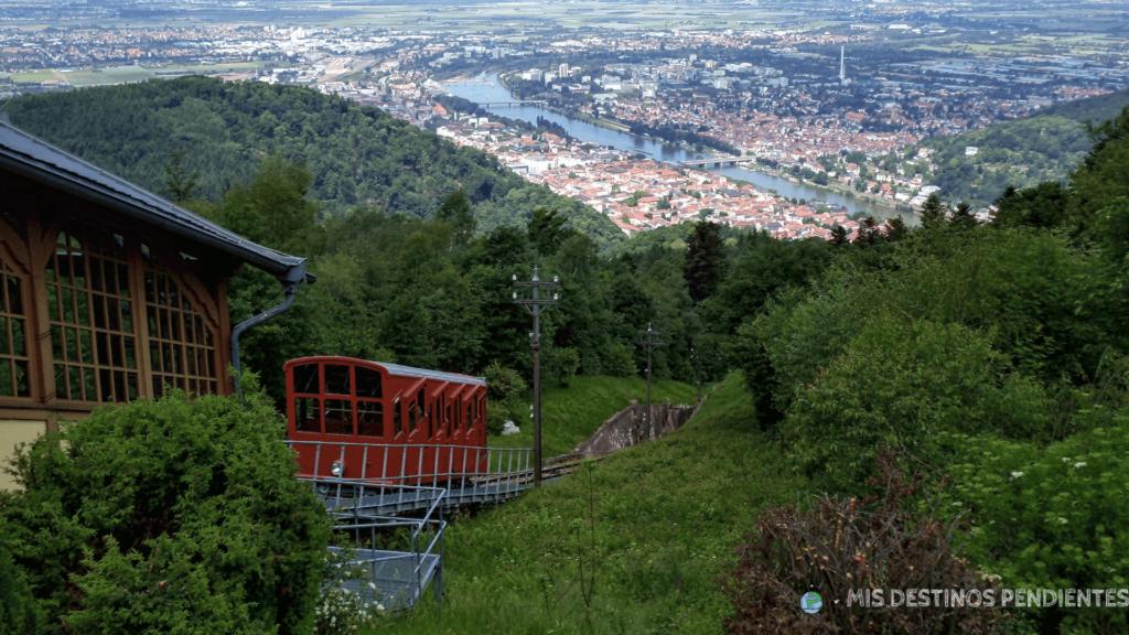 Vista panorámica con el Bergbahn (Heidelberg, Alemania)