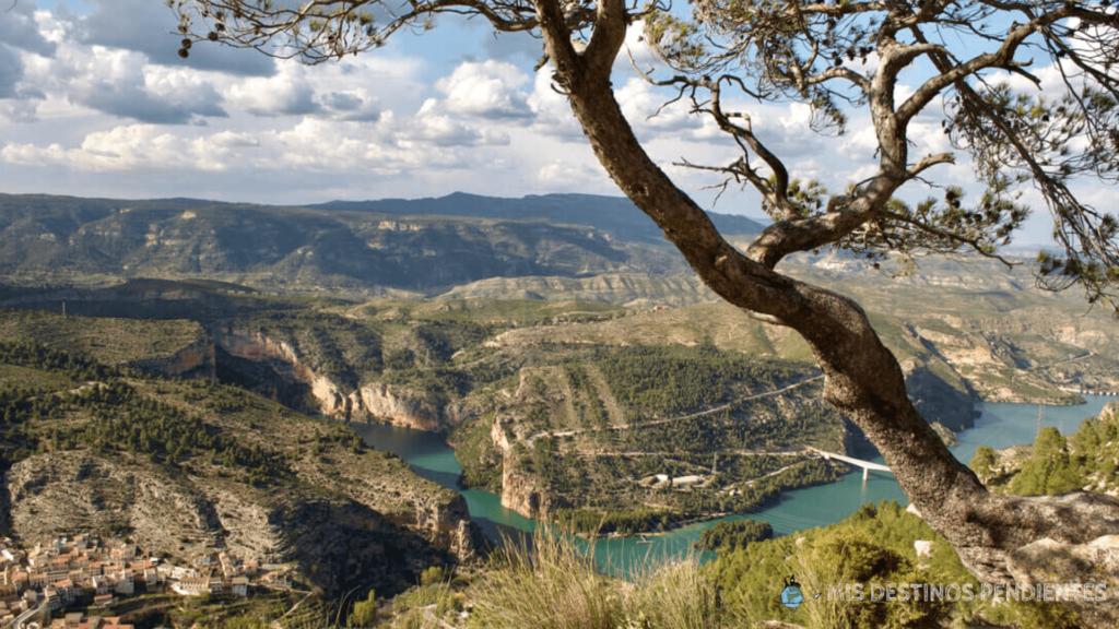 Vista panorámica desde el Pino de la Cortá (Cortes de Pallás, Valencia)